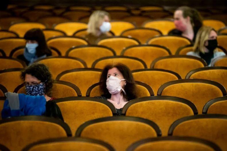 بازگشایی سینماها در شهر پراگ پس از رفع تدریجی محدودیتهای قرنطینه سراسری و بازگشایی صنوف و مشاغل