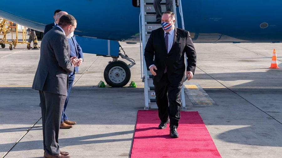 ماسک پرچمی وزیر خارجه آمریکا هنگام ورود به اسراییل