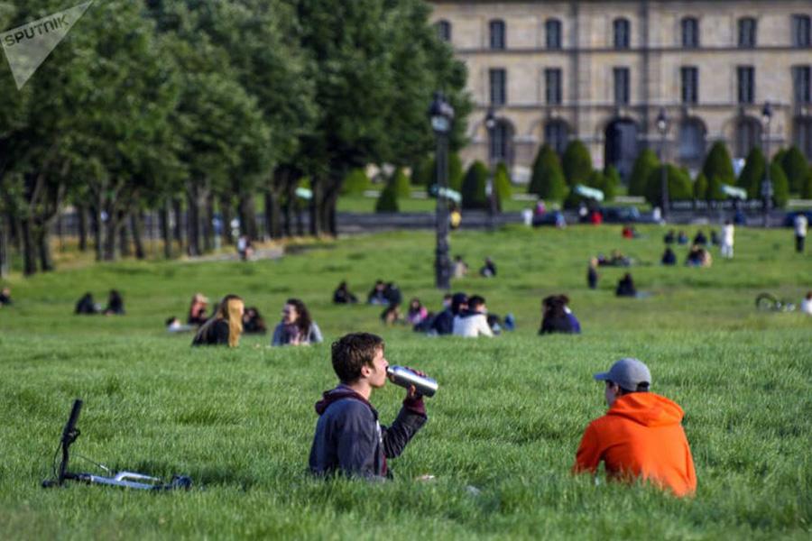 پاریس بعد از لغو قوانین قرنطینه