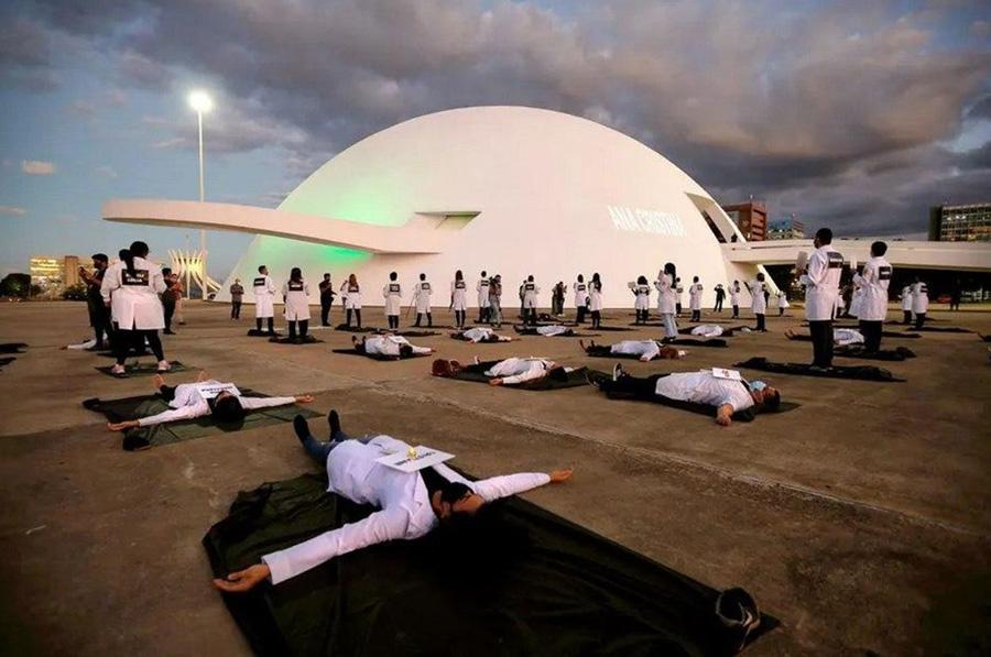 اعتراض کادر درمان برزیل به فوت دهها نفر از همکارانشان به خاطر کمبود تجهیزات حفاظت شخصی در بیمارستانه