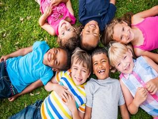 چرا بعضی وقتها حس میکنیم بچه ها با دوستانشان بهترخوش هستند تا والدین ؟؟؟