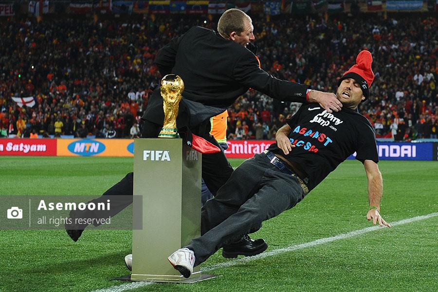 جیمی جامپ در زمین فوتبال