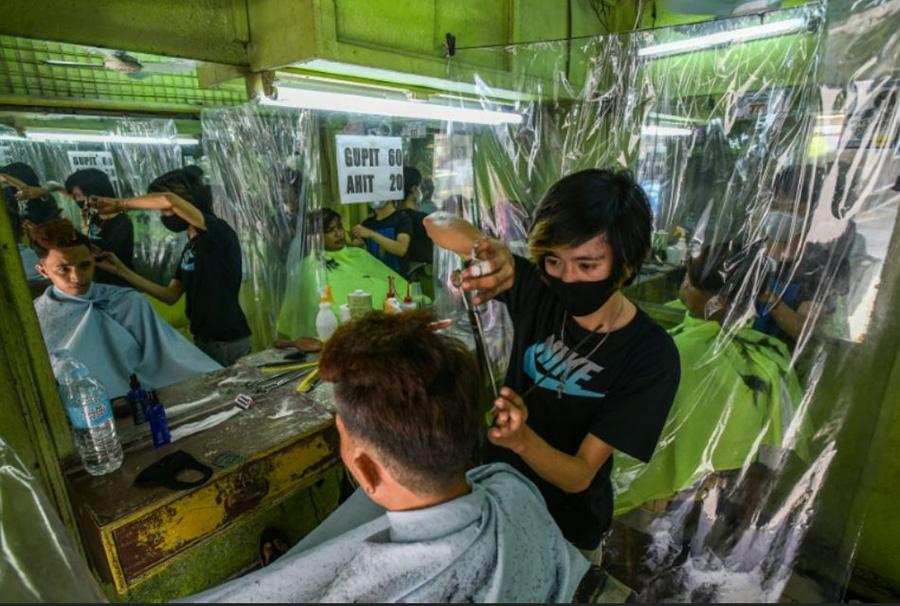 بازگشایی آرایشگاهها و پیرایشگاهها در شهر مانیل فیلیپین