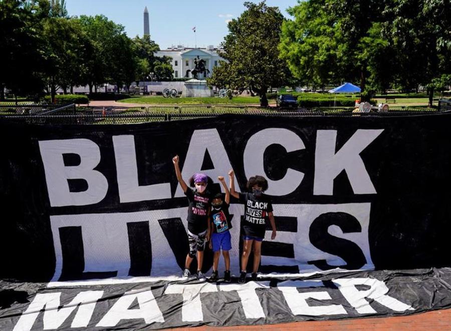 تظاهرات ضدنژادپرستی در مقابل کاخ سفید