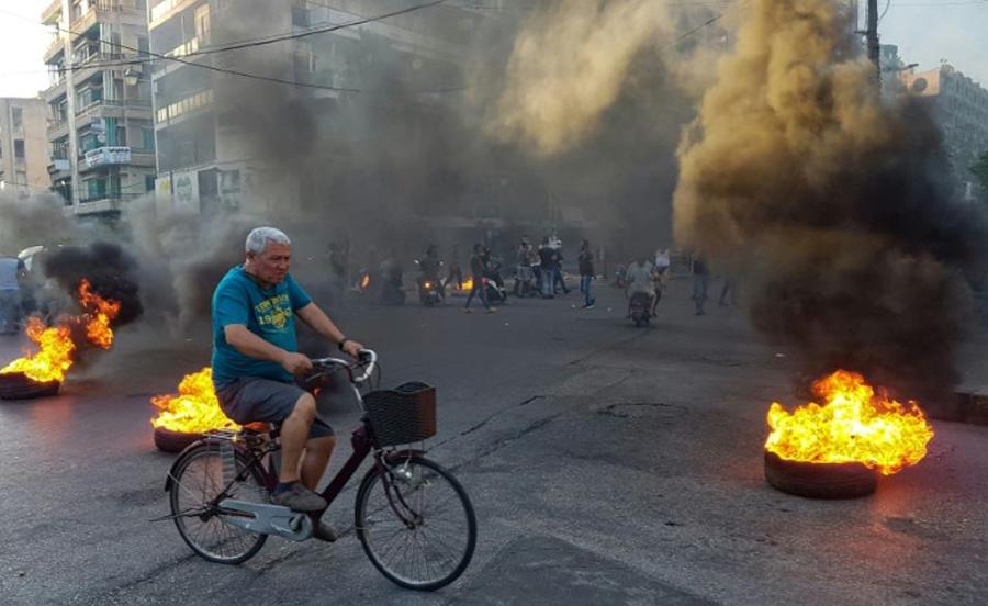 اعتراضات به وضعیت اقتصادی در شهر طرابلس در شمال لبنان