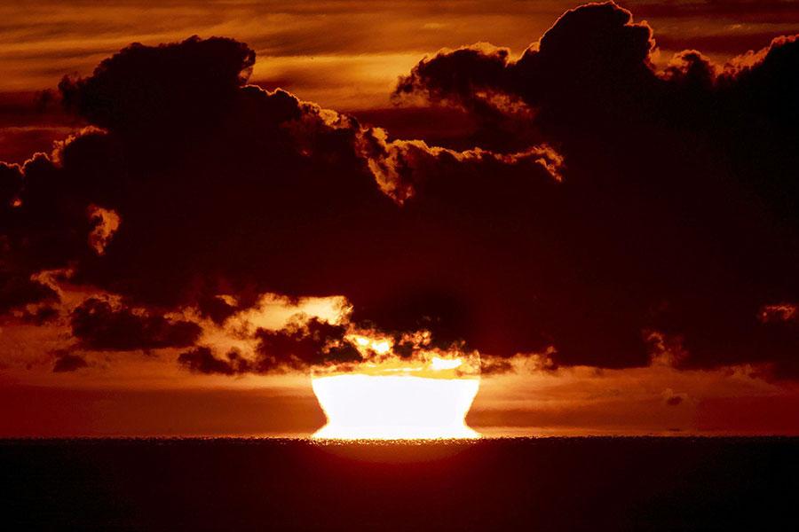 طلوع خورشید در دریای بالتیک، در شمال آلمان