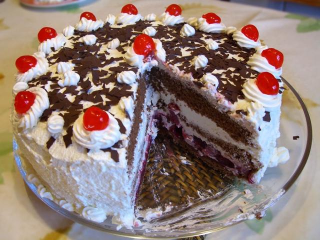 کیک بستنی با طعم آلبالو