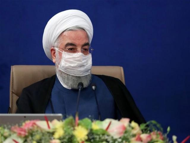 روحانی : کسی فکر نکند کرونا به زودی می رود