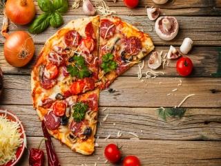 یک طعم به یاد ماندنی با پیتزای سالامی