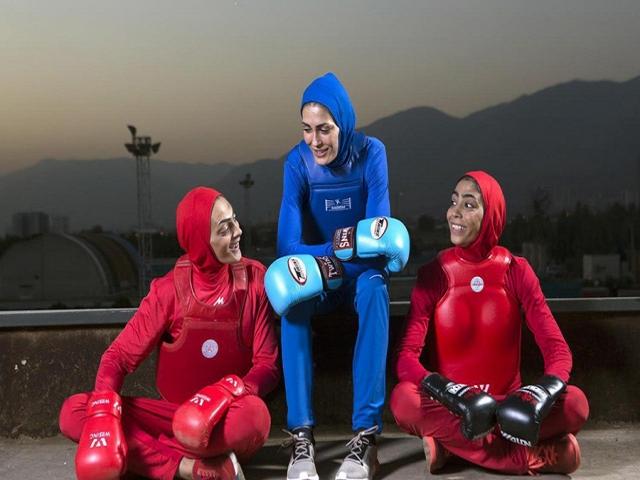 حضور خواهران منصوریان در مسابقات MMA برای اولین بار