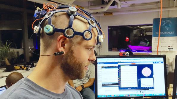 ضبط امواج مغز