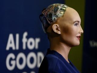 سوفیا، بهترین ربات جهان و چند کاری که هوش مصنوعی در انجامشان بهتر از انسان عمل میکند!