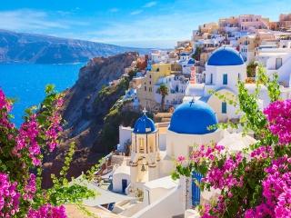 خانه های سفید در جزیره سانتورینی یونان