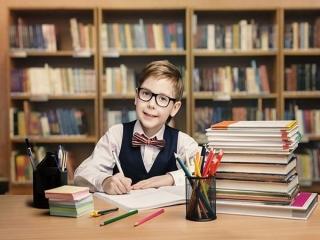 چگونه فرزندم را به درس خواندن علاقمند کنم؟