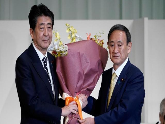 یوشیهیده سوگا نخست وزیر ژاپن و جایگزین شینزو آبه شد + بیوگرافی