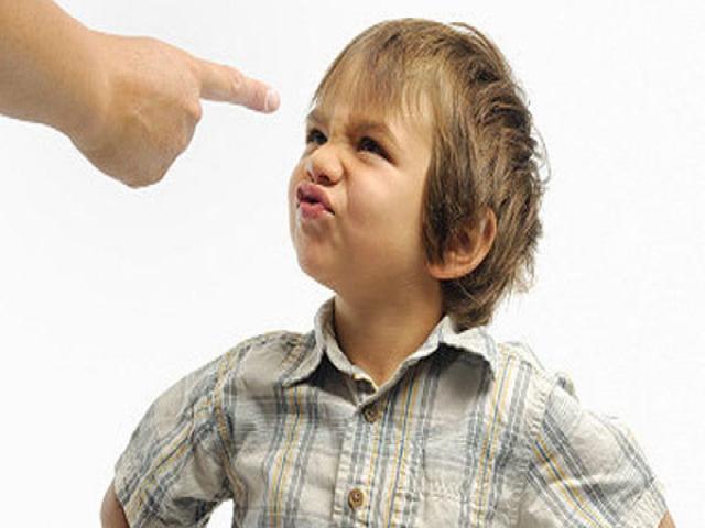 با کودک لجبازم چگونه رفتارکنیم ؟