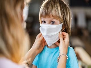 آیا کودکان برای پیشگیری از کرونا باید ماسک بزنند ؟