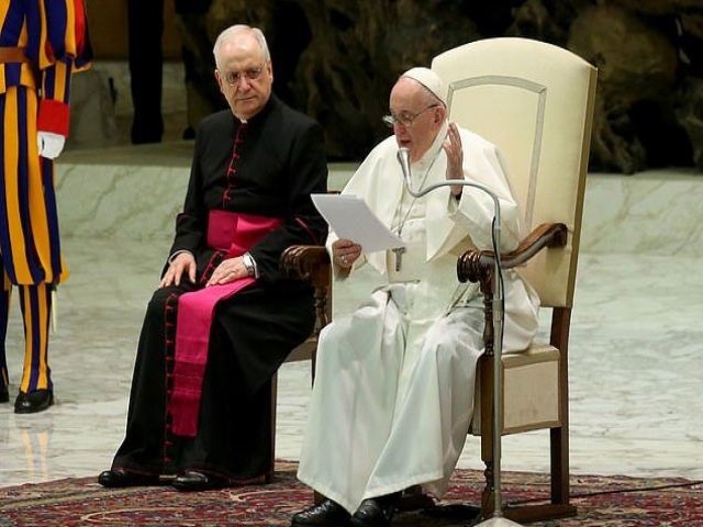 کرونا زن است یا مرد؟/پاپ فرانسیس: همه باید فرمانبردار بانو کووید باشیم