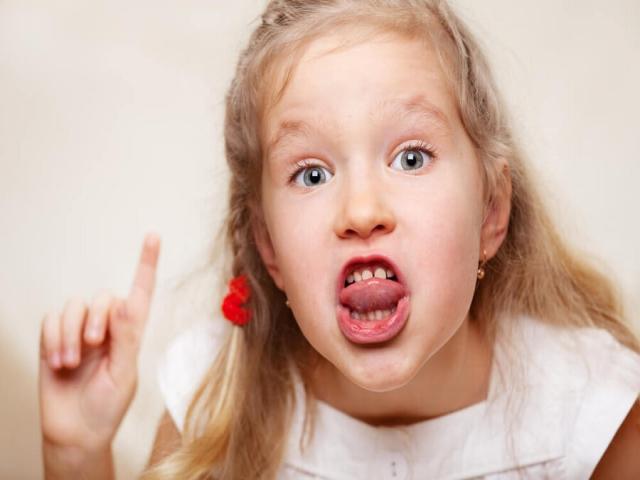چرا کودکم ناسزا میگویدوچه راه حلی برای رفع آن وجود دارد؟