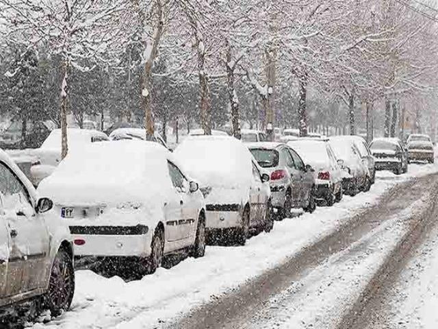 برف و باران در جادههای 21 استان کشور/ریزش کوه در جاده چالوس